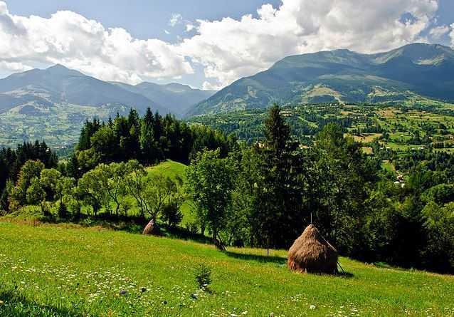 Piatra Craiului Mountains Piatra Craiului Mountains