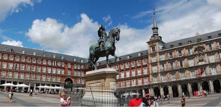 Plaza Mayor, what to see in Madrid