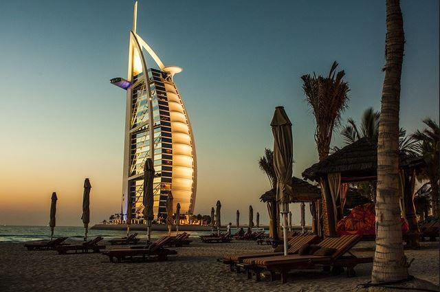 Top 10 Iconic Skyscrapers around the World, Burj Al Arab