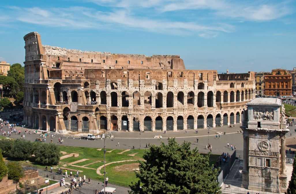 Top 10 Most Famous Roman Amphitheaters, Colosseum