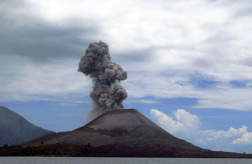 Top 10 Most Amazing Volcanoes in the World, Krakatoa