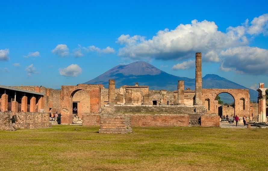 Top 10 Most Amazing Volcanoes in the World, Mount Vesuvius