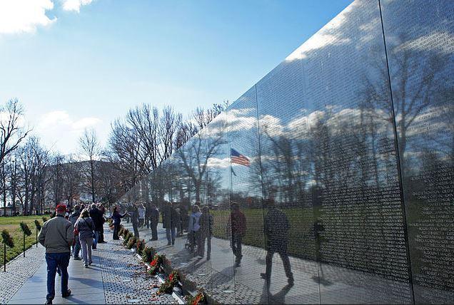 Top 10 World Famous Walls, Vietnam Veterans Memorial Wall